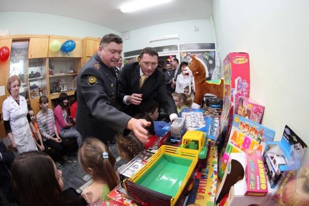 В Уфе полиция и сотрудники ЧОП навестили маленьких пациентов РДКБ