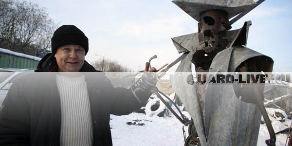 Охранник автостоянки из Иркутска мастерит оригинальные фигуры из металлолома