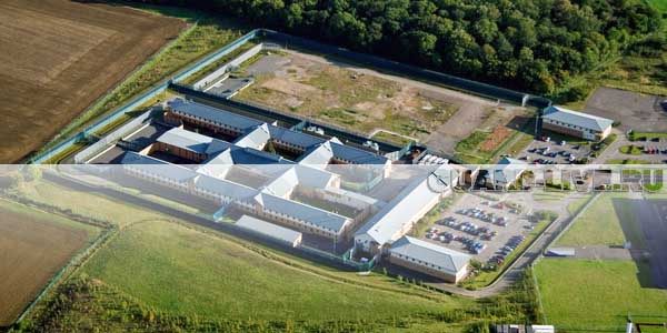 Депортационный центр Yarl's Wood в Бедфордшире