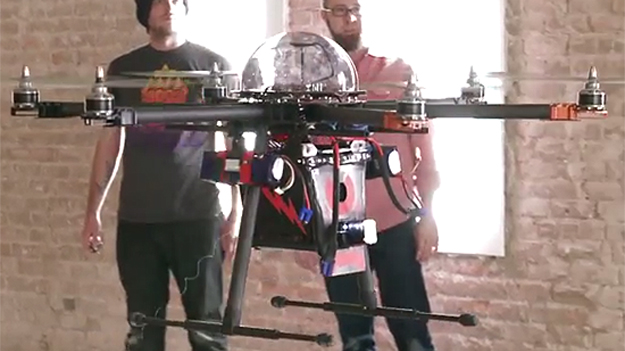Проходит испытания уникальный летающий робот для охраны частной собственности
