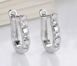 Moda-925-Ayar-Gümüş-Güzel-Beyaz-Kristal-Gümüş-Kadınlar-Için-Brincos-Ouro-kadın-Hoop-Küpe-Takı-Hediye-E197